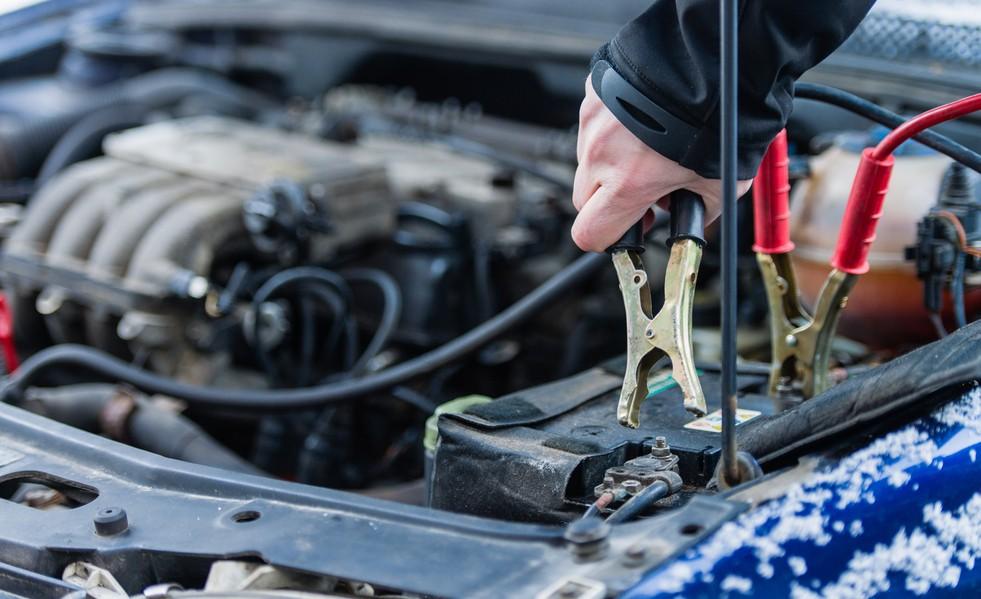 Как завести автомобиль зимой, Запуск двигателя автомобиля зимой, прикурить автомобиль
